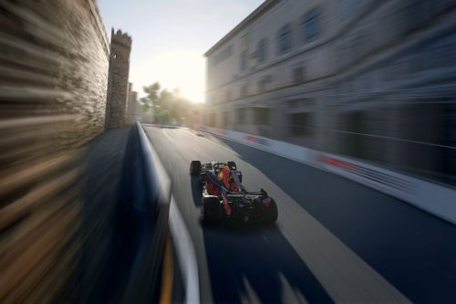 Esports F1: Russell makes it a hat trick in Baku!