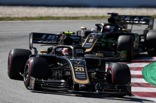 Magnussen insists contact with Grosjean 'not intentional'