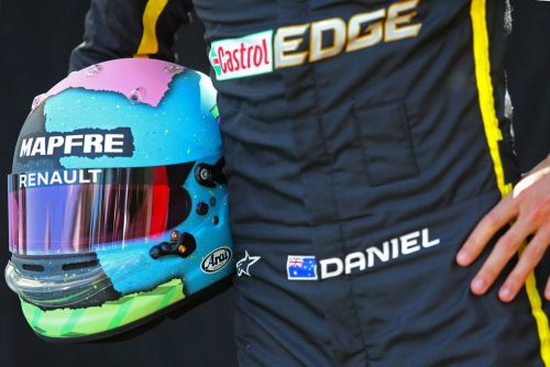 Daniel Ricciardo unveils his 'funky lid' for 2019