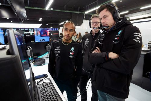 Hamilton rubbishes report of Mercedes rejecting salary demands