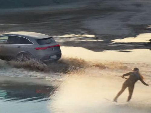Le Mercedes EQC 4x4² (2020) tracte une wakeboardeuse !