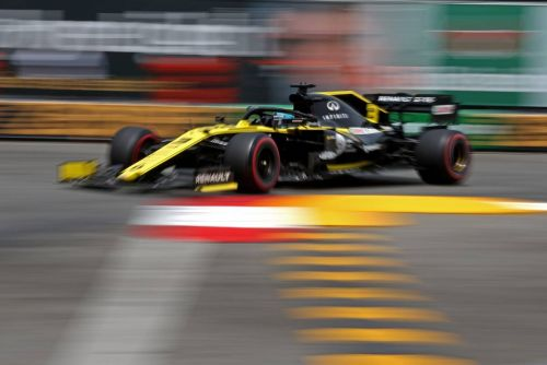 'Brave' set-up choices boost Ricciardo into Monaco Q3