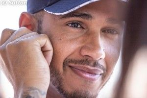 F1 - Officiel:  Hamilton prolonge chez Mercedes