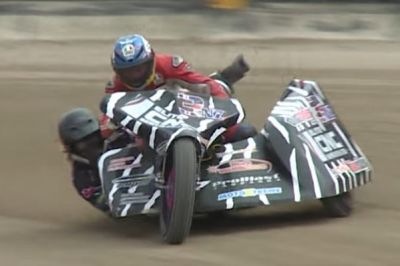 Guy Martin essaie le side-car speedway