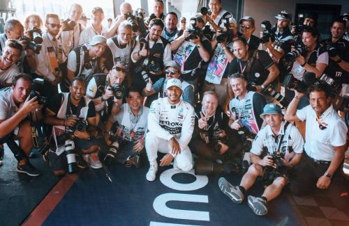 Hamilton pays tribute to F1's snappers
