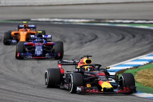 Frustrated Ricciardo decides to just 'roll with the punches'