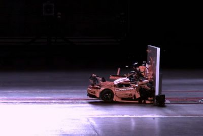 Porsche 911 GT3 RS Lego:  l'improbable crash test
