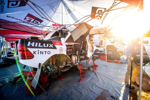 Alonso on Dakar comeback trail after tough first week