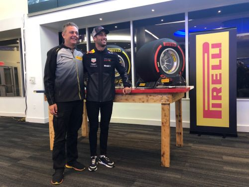 Pirelli reveals trio of tyre colors for 2019