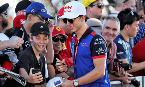 Gasly heads to Spain with family, friends and a positive feeling