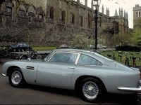 Aston Martin va produire la DB5 de James Bond