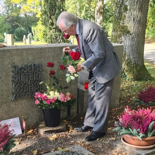 Sir Jackie remembers a friend and fallen hero