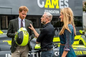 Le Prince Harry en visite chez Invictus Games Racing